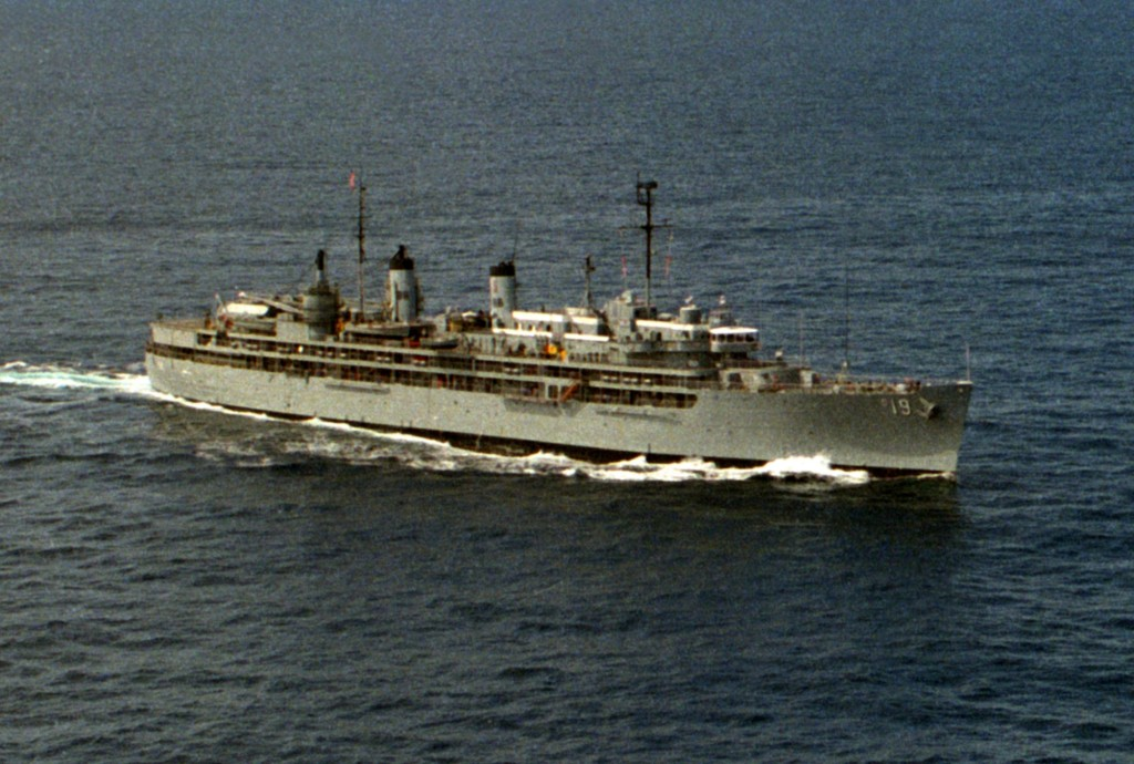 USS_Yosemite_AD-19_1988